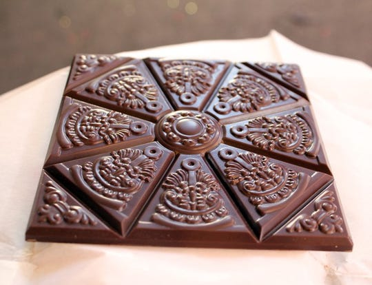 Rózsavölgyi Csokoládé's Kardamom bar from Hungary pairs Venezuelan 75% dark chocolate with cardamom. The chocolate is moulded to replicate a traditional Hungarian fireplace tile and the wrapper is beautifully understated luxe.