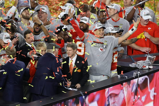 Los Chiefs celebran su campeonato.