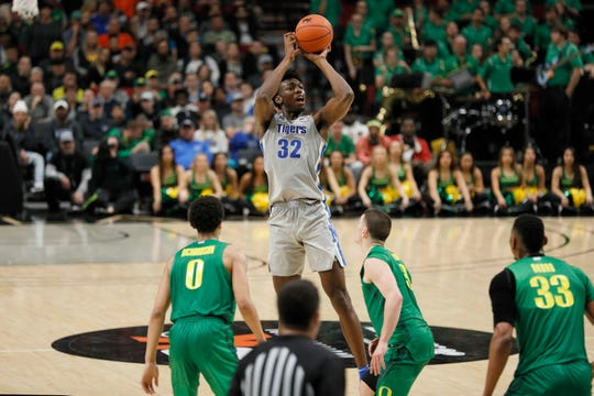Memphis center James Wiseman shoots vs. Oregon on Nov. 12, 2019 in Portland, Ore.