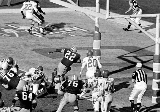 Green Bay's Elijah Pitts (22) charges into the end zone, eluding Bobby Hunt (20), during the first Super Bowl in Los Angeles, Jan. 16, 1967. Pitts scored from the five on the play following Willie Wood's interception in the third quarter. Packers beat the Chiefs, 35-10.