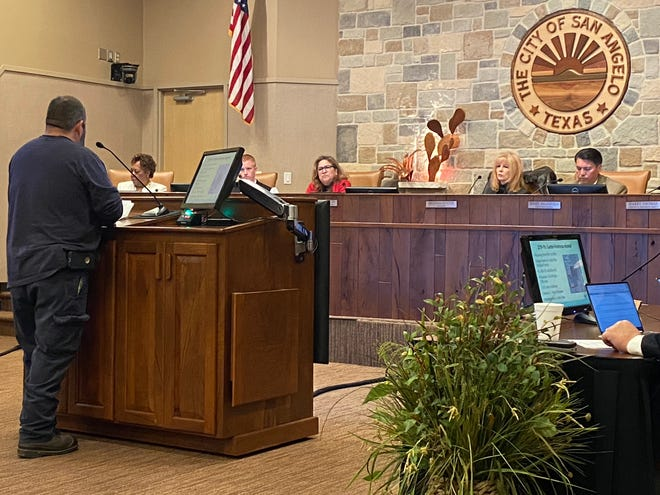 A San Angelo resident shares his concerns about an apartment complex proposed for the Lake View area with city council members during public comments. Feb. 4. 2020.