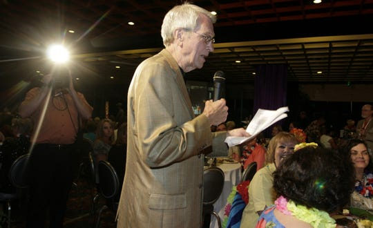 Bob Griffin co-hosts the Evergreen Ministries celebrity waiter dinner at Harrah's Louisiana Downs in 2007.