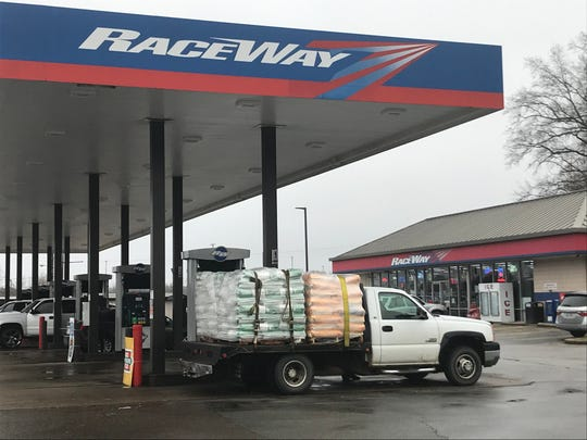 Vehicles stop at Raceway Gas Station on South Highland Avenue in Jackson, Tenn. on Feb. 5, 2020. A four-year-old suffered a fatal self-inflicted gunshot wound while unattended inside a vehicle in the Raceway parking lot on Saturday, Feb. 1, 2020.