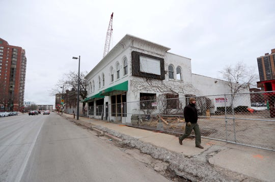 The former Edwardo's Pizza building at East Kilbourn Avenue and North Van Buren Street is being deconstructed to make way for an apartment high-rise. New Land Enterprises LLP, which plans to begin building the $80 million Ascent in May, is now seeking Plan Commission approval for a 25-story building with up to 265 units.