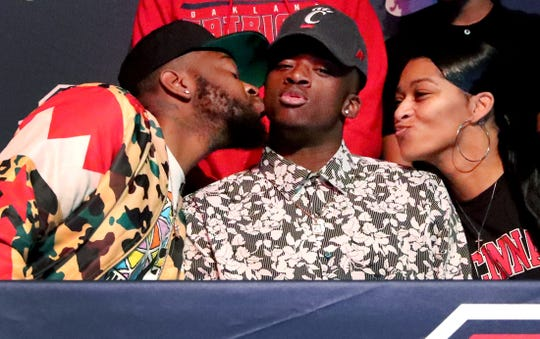 DeArre McDonald gets a kiss from both of his parents Charles and Latresha McDonald as DeArre McDonald signs to play for the University of Cincinnati, during National Football Signing Day on Wednesday, Feb. 5, 2020, at Oakland High School.