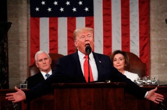 Donald Trump, acompañado del vicepresidente Mike Pence y la líder de la mayoría demócrata en la Cámara de Representantes, Nancy Pelosi, da su 3er informe de gobierno a la nación.