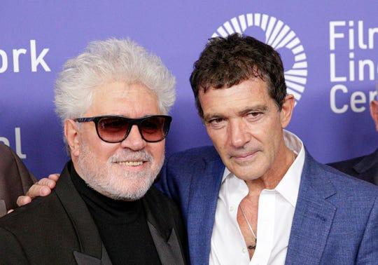 El director de Cine Español Pedro Almodovar (i) posa junto al Actor Antonio Banderas durante el Festival del Cine de Nueva York en Nueva (Estados Unidos).