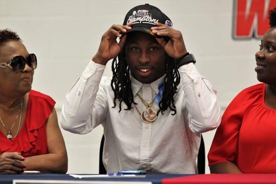 Wakulla senior quarterback Jaylon Worsham signed with Florida Atlantic on Feb. 5, 2020.