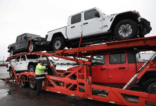 Fiat Chrysler said Thursdayit expects to make abest-ever $7.7 billion in pre-tax earnings in 2020.  Its new Jeep Gladiator pickup will help drive earnings.