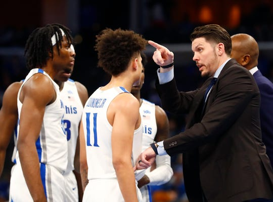 Memphis Tigers Assistant Coach Mike Miller talks to his players as they take on the Temple Owls at the FedExForum on Wednesday, Feb. 5, 2020.
