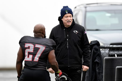 New York Guardians head coach Kevin Gilbride talks with running back Darius Victor (27) after practice on Thursday, Feb. 6, 2020, in Hillburn, N.Y.