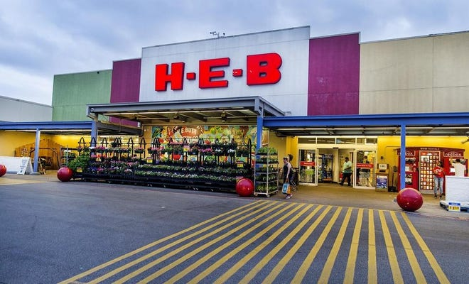 After being named the top grocery retailer in the country last month, H-E-B has given each of its employees a little something extra to show its appreciation: a $100 bill.