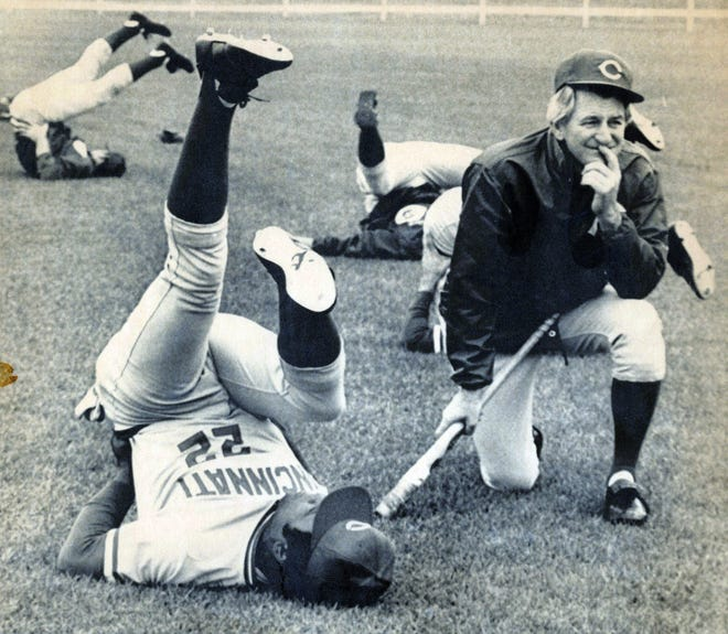 Reds manager John McNamara chats with first baseman Dan Driessen during spring training in Tampa, Fla. in 1982.