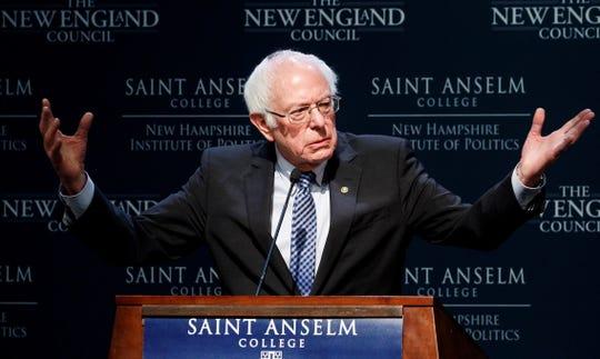 """El candidato presidencial estadounidense Bernie Sanders habla en el desayuno """"Política y huevos"""" en el Instituto de Política de New Hampshire en el Saint Anslem College de Manchester, New Hampshire, EE. UU., 07 de febrero de 2020."""