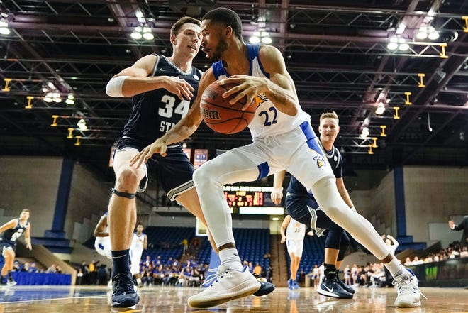 Utah State's Justin Bean (34) defends against San Jose State guard Richard Washington during the teams' Mountain West opener.