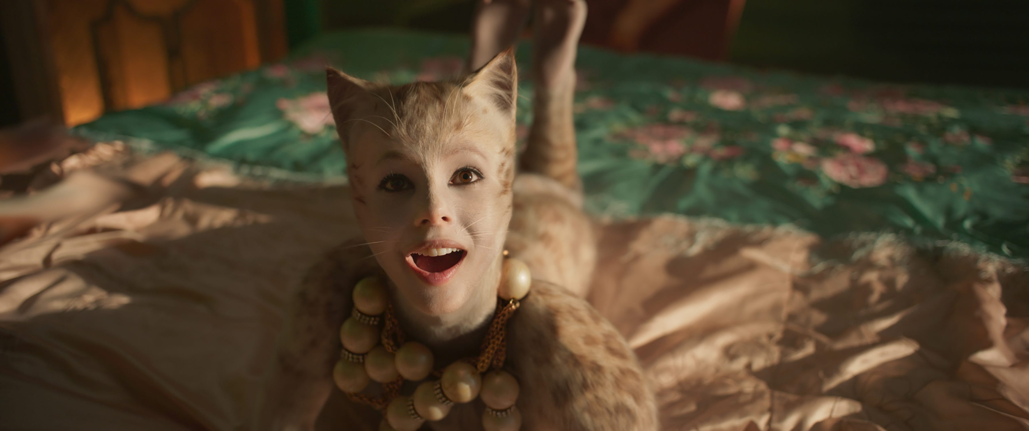 Margot Robbie Wanted A Real Hyena For Harley S Pet Newsrust