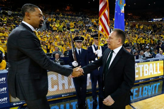 Juwan Howard, left, and Tom Izzo shake hands before the game in Ann Arbor on Saturday.