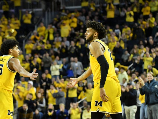 Michigan forward Isaiah Livers (2) and Michigan guard Eli Brooks, left, with a lead late in the second half.