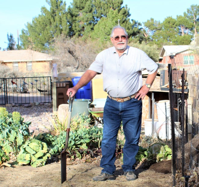 Bill Lindemann, a retired soil microbiology professor, explains the benefits of using mulches to improve soils, get better plant growth and reduce the need for water in gardens.