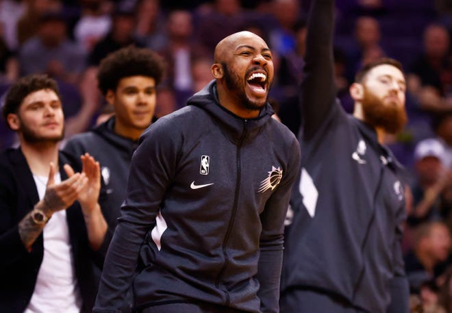 Phoenix Suns  guard Jevon Carter (4) reacts after a Devin Booker basket against the Houston Rockets in the first half on Feb. 7, 2020 in Phoenix, Ariz.
