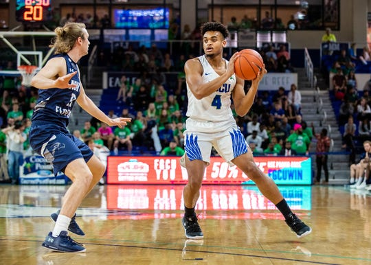 FGCU's Cyrus Largie looks for an open pass against North Florida in Feb. 8, 2020. The Ospreys defeated the Eagles, 69-60.