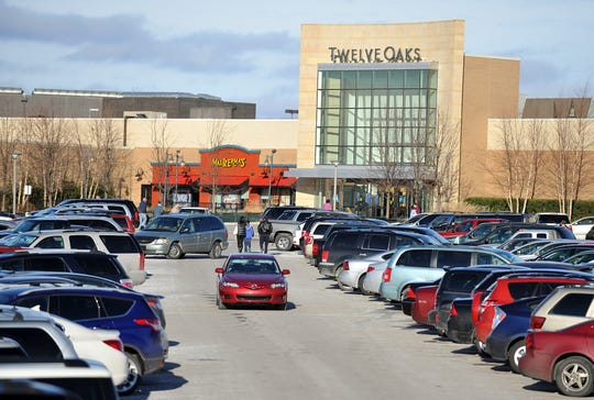 Parking spots were in short supply in this Dec. 22, 2012, file photo of Taubman Realty-owned Twelve Oaks Mall in Novi.  The Simon Property Group will buy mall operator Taubman Realty, based in Bloomfield Hills, in a deal valued at around $3.6 billion.
