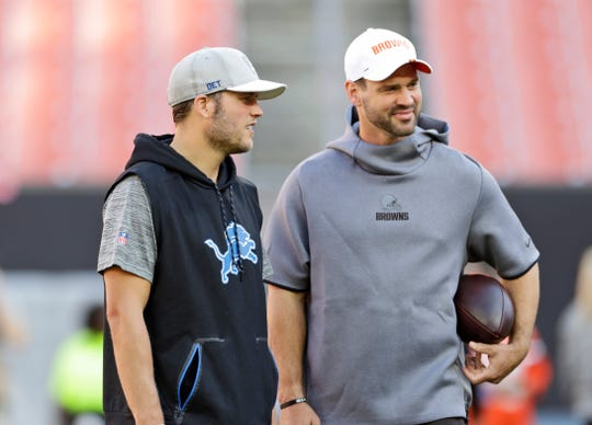 Matthew Stafford and Drew Stanton talk before a preseason game between the Lions and Browns on Aug. 29, 2019, in Cleveland.