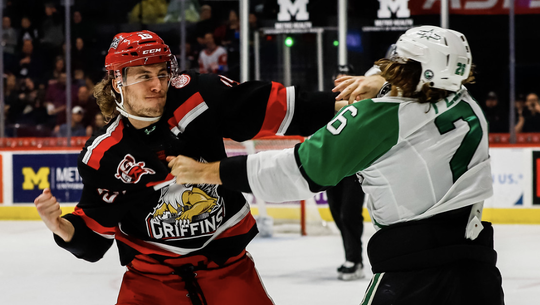 Grand Rapids' Turner Elson, left, fights Texas' Tye Felhaber during the Griffins' 5-1 win on Sunday.