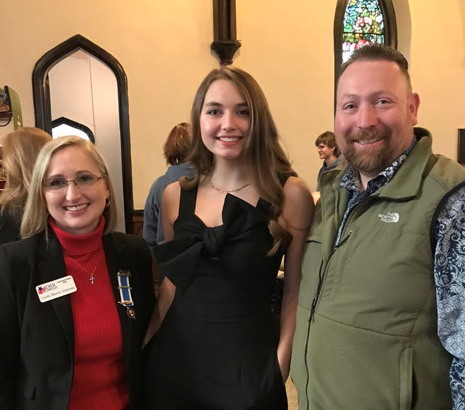 Eleanor Kellen, winner of the DAR Good Citizen Award is pictured with General Samuel Hopkins Chapter Regent Lynda Schreiner and Henderson County High School Guidance Counselor Nathan Grace.