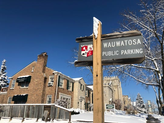 The Wauwatosa Common Council recently passed an amendment to allow citizens to park in their city-owned parking lots overnight.