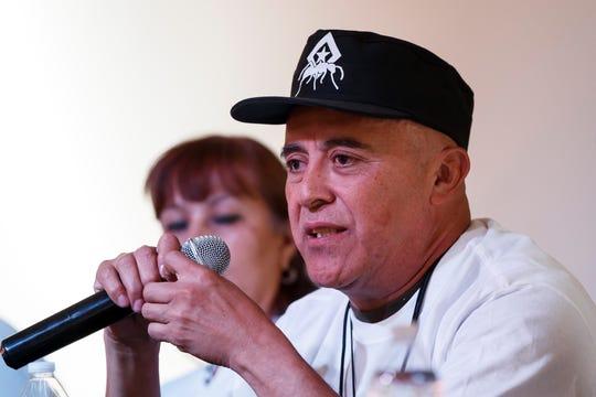 Miguel Barrera, fundador de la Brigada Humanitaria de Paz Marabunta, habla durante una rueda de prensa este viernes, en Ciudad de México (México).
