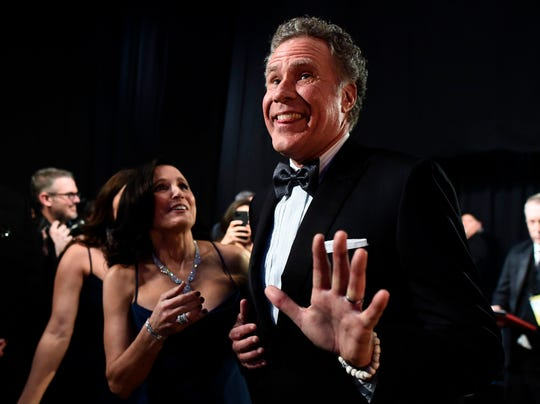 Presenters Julia Louis-Dreyfus and Will Ferrell hilariously pretended they won when coming backstage at the 2020 Oscars.