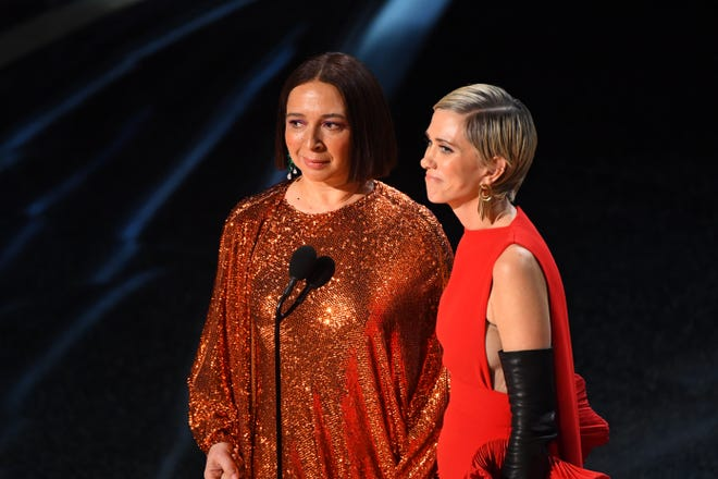 """""""Saturday Night Live"""" and """"Bridesmaids"""" buddies Maya Rudolph (left) and Kristen Wiig gave us a surprise musical act."""