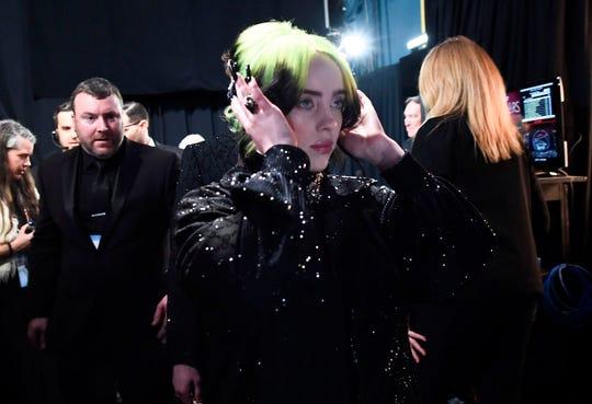 Billie Eilish stayed focused backstage during the 2020 Oscars.