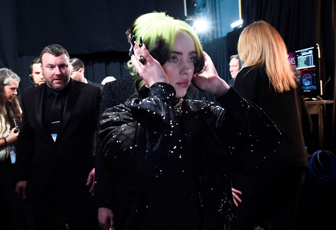 Billie Eilish stayed focused backstage during the 2020 Oscars.