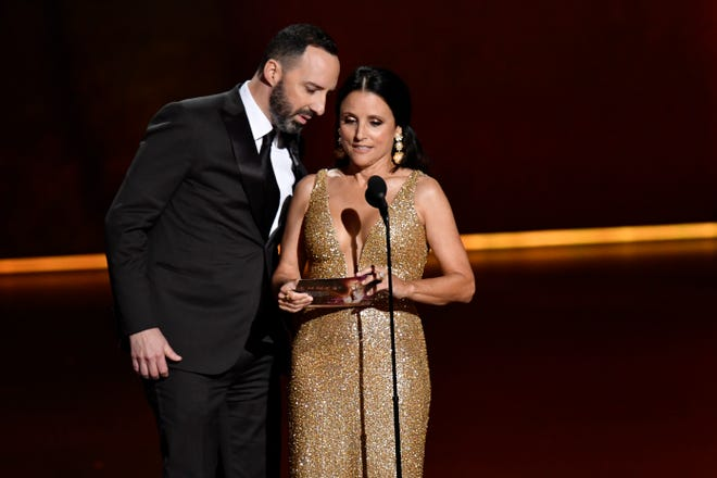 "The show gave us a ""Veep"" reunion when Tony Hale and Julia Louis-Dreyfus presented the best-actress trophy."