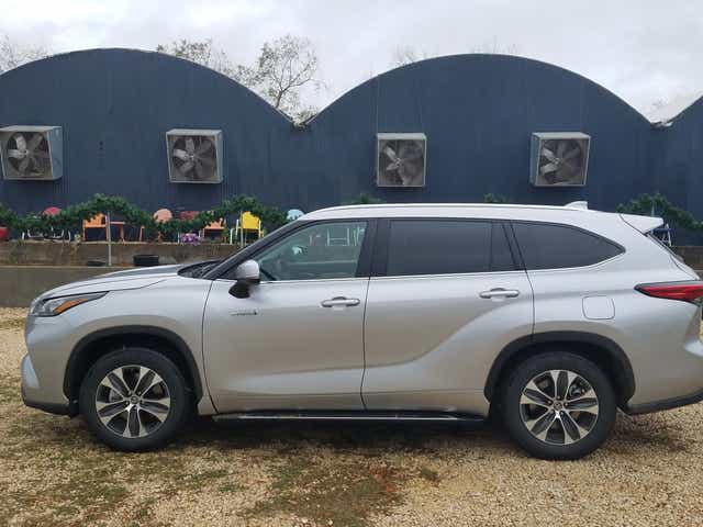 review 2020 toyota highlander steps up to the challenge review 2020 toyota highlander steps up