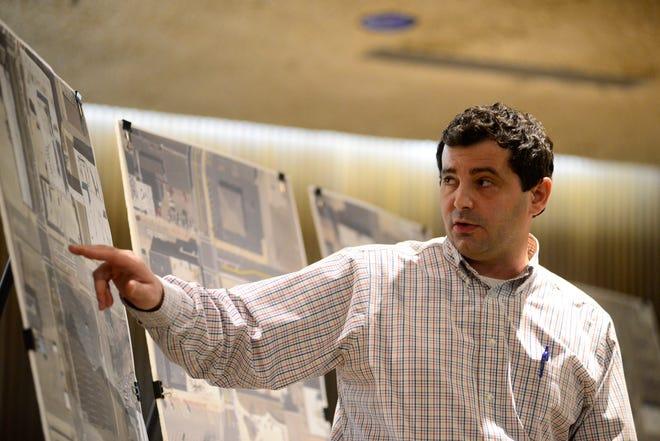 City Engineer Bob Bianchi presents a plan to convert a downtown segment of Diamond Street to two-way traffic.