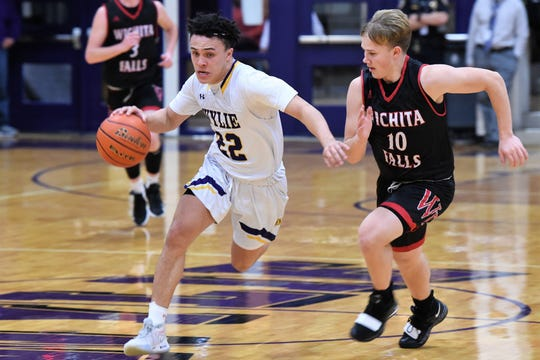 Wylie's Shayden Payne (22) races past Wichita Falls High's Jack Murdock (10) at Bulldog Gym on Tuesday, Feb. 11, 2020. The Bulldogs fell 44-41 late.