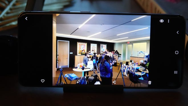 Samsung press event room, at ultra-wide angle on Samsung Galaxy S20 Ultra