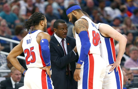 Dwane Casey huddles with players during the game against Orlando on Wednesday.