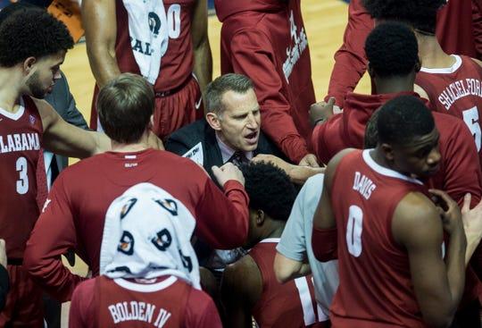 Alabama head coach Nate Oats talks with his team during a timeout at Auburn Arena in Auburn, Ala., on Wednesday, Feb. 12, 2020. Auburn defeated Alabama 95-91.