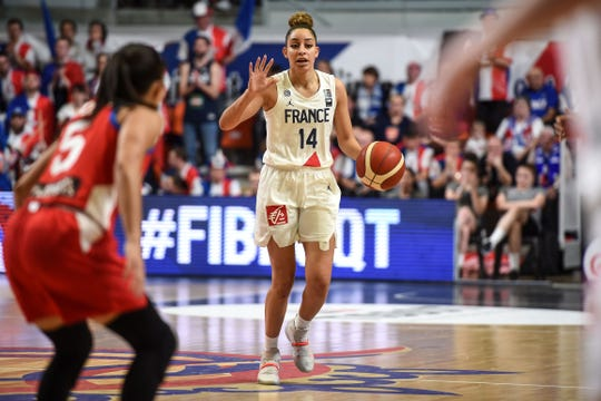 The Phoenix Mercury signed unrestricted free agent guard Bria Hartley, who last week helped France to qualify for the Tokyo Olympics.