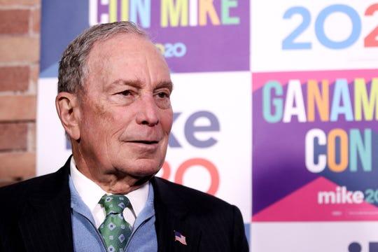 El exalcalde de Nueva York Michael Bloomberg habla durante una entrevista con Efe en El Paso, Texas (EE.UU.).