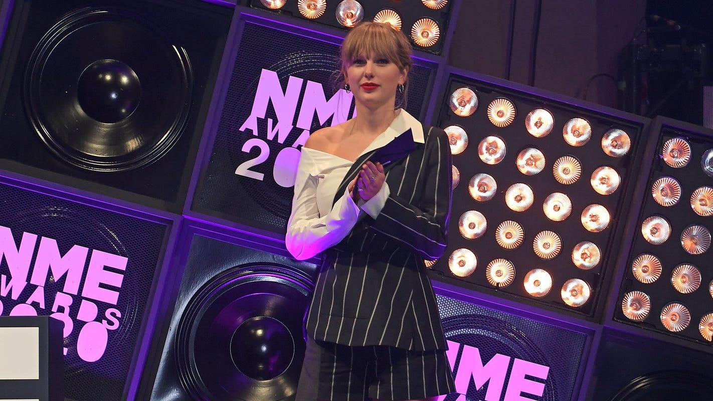 Taylor Swift, boyfriend Joe Alwyn show moment of rare PDA at London's NME Awards