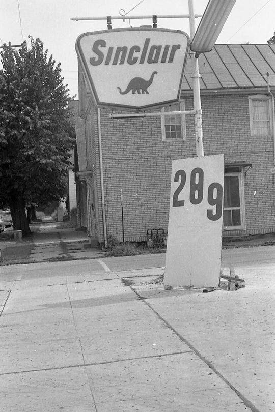 Looking to fill up? This Sinclair station was selling gas for below 30 cents in 1970 as stations in Chillicothe waged a gas price war.