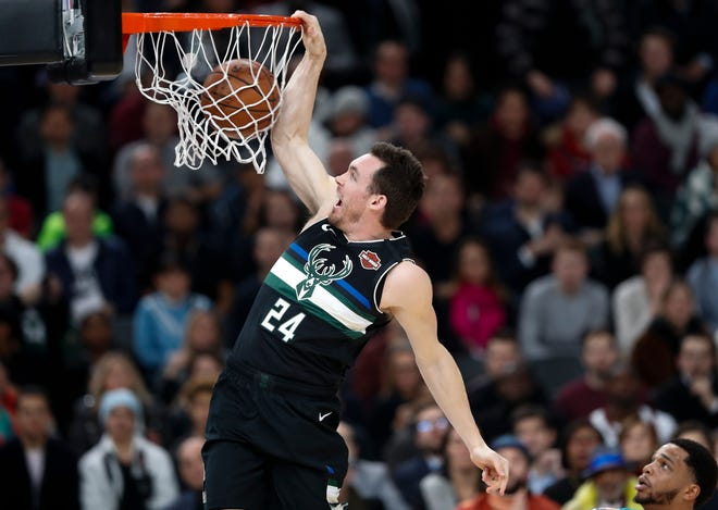 Milwaukee Bucks guard Pat Connaughton (24) dunks during NBA game againts Charlotte Hornets in Paris, Friday, Jan. 24, 2020. (AP Photo/Thibault Camus)) ORG XMIT: DV127
