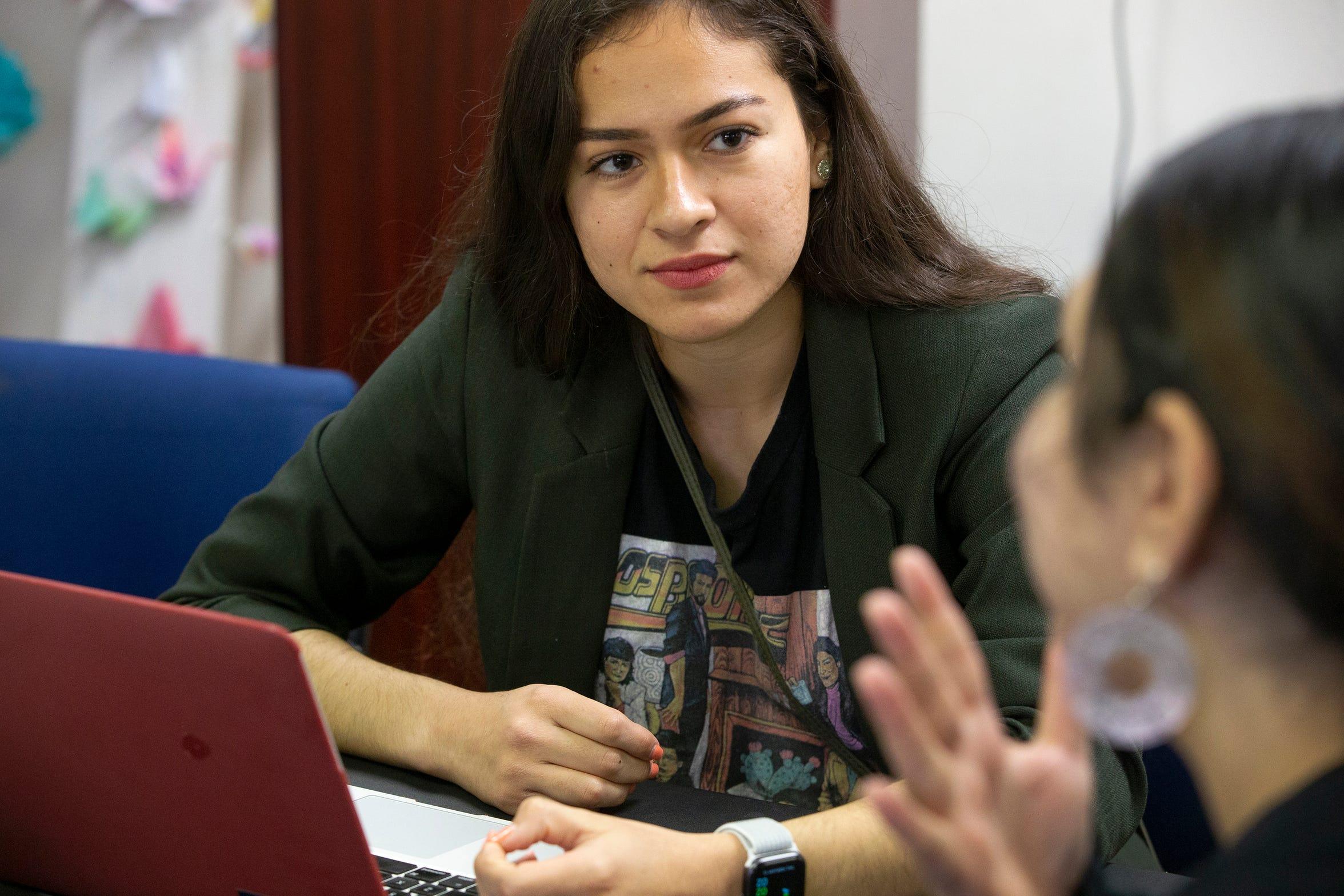 Deya García dice que la inspiración tomada de estudiantes que pelearon contra la SB1070 la llevó a ser activista.