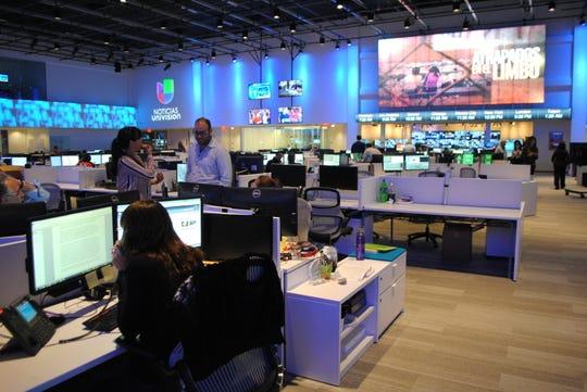 Univision, que tiene su sede en Nueva York pero gran parte de sus operaciones cerca de Miami, es propiedad de un grupo de inversores que en los últimos años ha explorado en varias ocasiones deshacerse de la cadena.