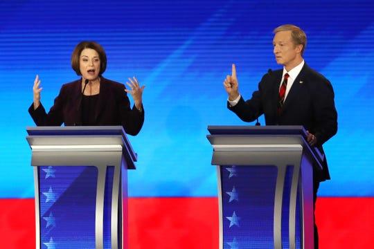 Amy Klobuchar y Tom Steyer, candidatos demócratas a la presidencia de EEUU.